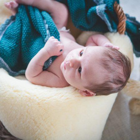 Neugeborenenshooting mit Jonathan